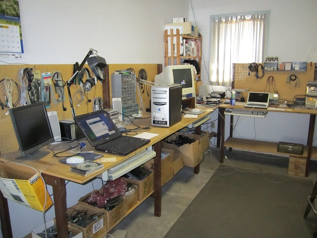 Diy Electronics Repair Workbench : Build a studio desk plans quick woodworking projects